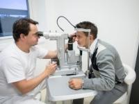 Nepodceňujte očné mušky, môžu signalizovať ochorenie oka