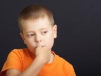 Deti, ktoré si obhrýzajú nechty, majú menej citlivú pokožku