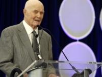 USA prišli o prvého Američana vo vesmíre, zomrel John Glenn
