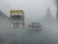 Sneženie komplikuje dopravu, na východe prvý situačný stupeň