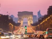 Vodiči pozor, autá v Paríži musia mať ekologickú známku