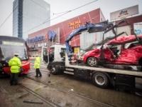 Obrazom: V Bratislave sa zrazila električka s autom