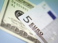 Dolár stúpol voči euru, ale oslabil oproti jenu