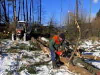 Na Slovensku silno fúka, vietor v Tatrách láme stromy