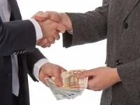 Úradník Peter žiadal za sprostredkovanie dotácií úplatky