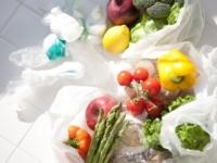 Česi už v obchodoch nedostanú plastové tašky zadarmo