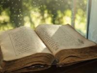 Muž vo svojej záhrade podpálil Korán, čelí žalobe