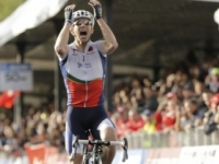 Video: Costa vyhral tretiu etapu v Abú Zabí, je novým lídrom